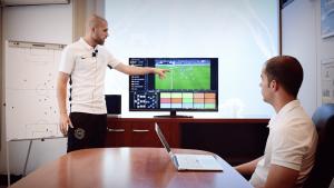 Read more about the article Le rôle de l'analyste dans le football professionnel